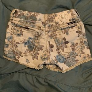 Miss Me floral cargo shorts 26